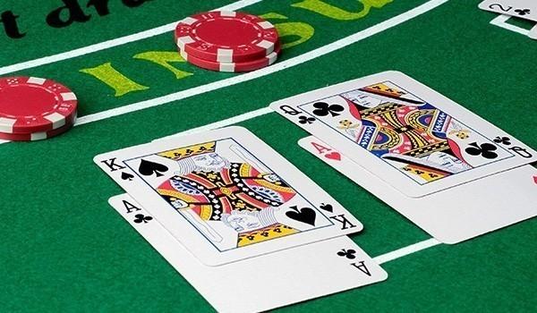Правила игры блэкджек в казино.Правила игры в БлэкДжек (BlackJack) не сложные и любой игрок, который даже ни разу не слышал об этой игре, очень быстро сможет довольно-таки неплохо играть в Блэкджек.Оценки: